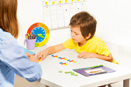 Image of child playing with therapist for our FAQ on what an ABA therapist does